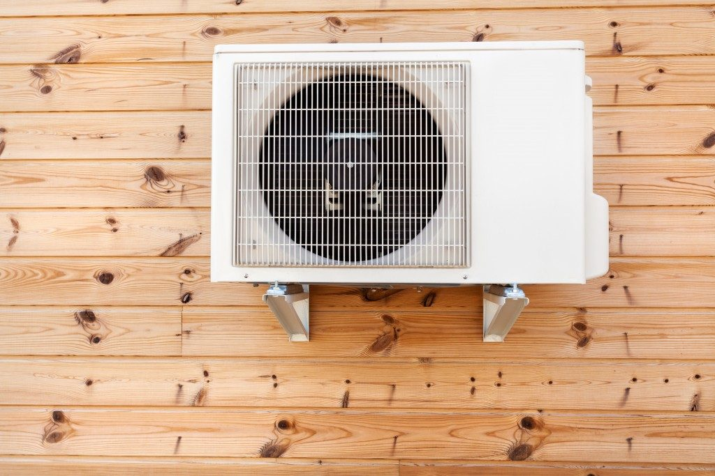 Airconditioner mounted on wall