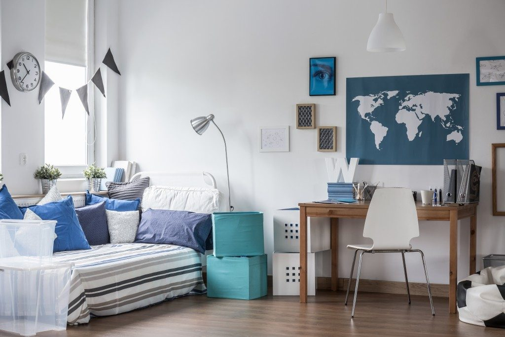 teen's bedroom in blue and white tones